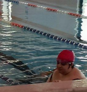 Chiara in piscina